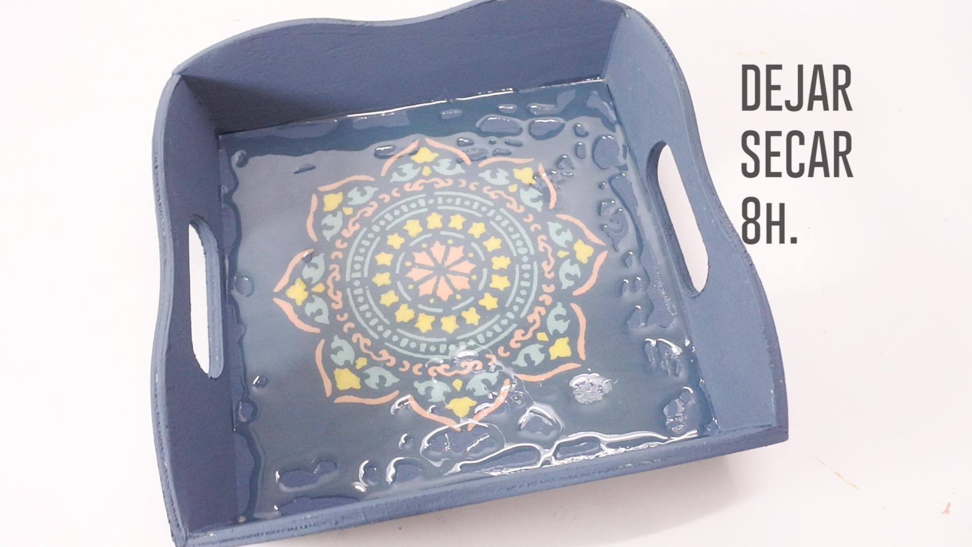 DIY BANDEJA CHALK PAINT FINISH GLASS.00_01_20_28.Imagen fija036
